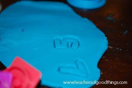 Learning Numbers with Play Dough two www.joyinthehome.com.jpg